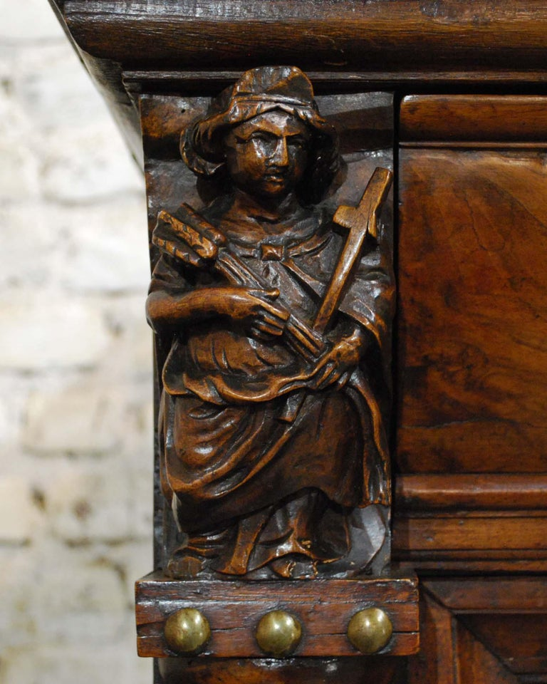 Antique 17th Century Dutch Renaissance Dresser in Oak and Walnut For Sale 5
