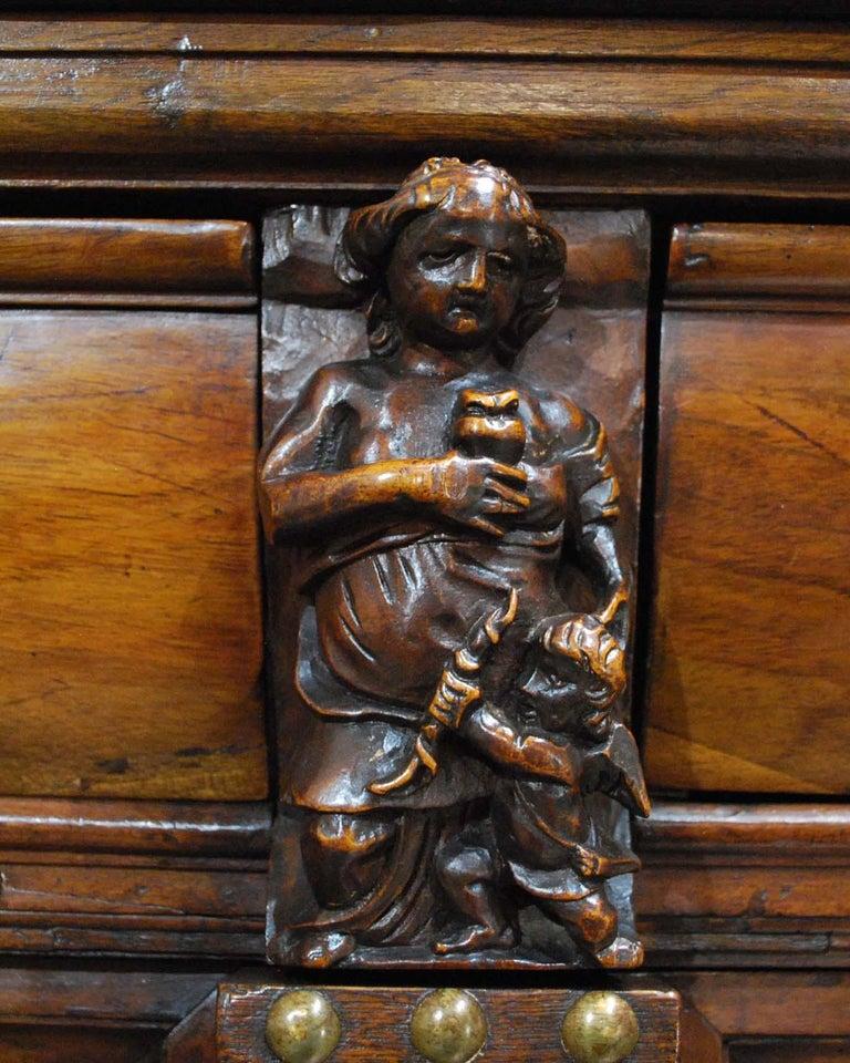 Antique 17th Century Dutch Renaissance Dresser in Oak and Walnut For Sale 6