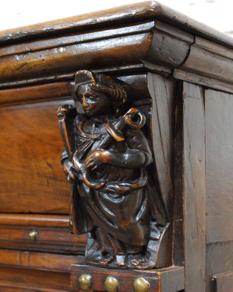 Antique 17th Century Dutch Renaissance Dresser in Oak and Walnut For Sale 8