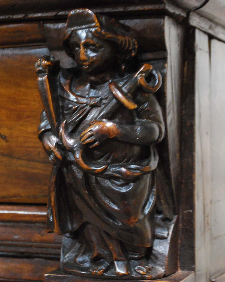 Antique 17th Century Dutch Renaissance Dresser in Oak and Walnut For Sale 9