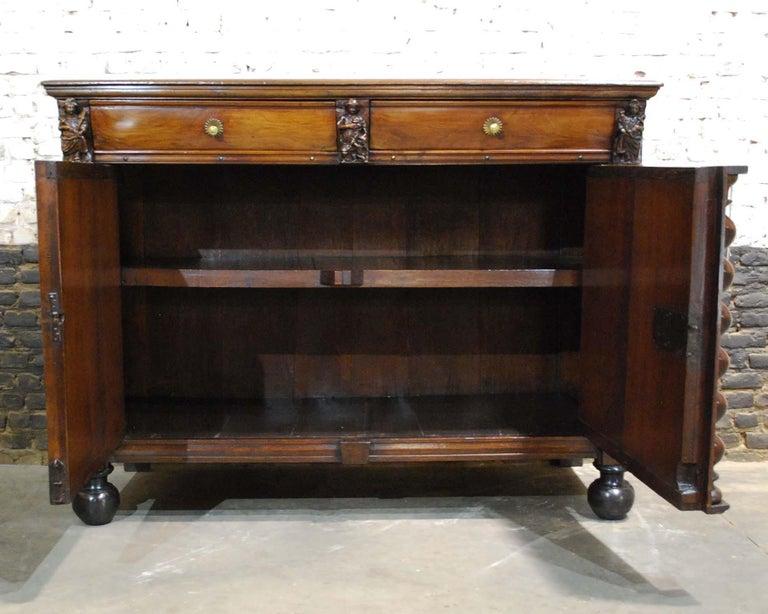 Antique 17th Century Dutch Renaissance Dresser in Oak and Walnut In Good Condition For Sale In Casteren, NL