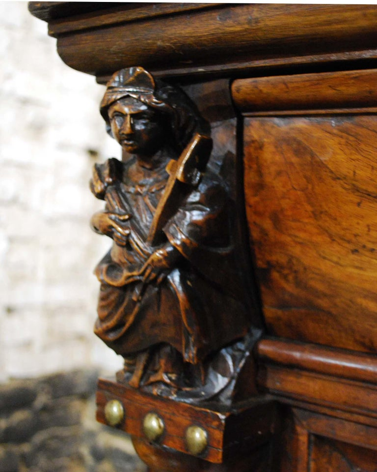 Antique 17th Century Dutch Renaissance Dresser in Oak and Walnut For Sale 2