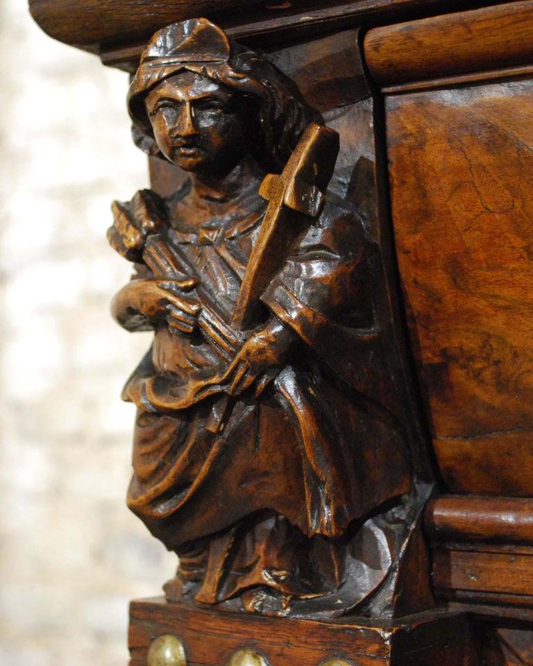 Antique 17th Century Dutch Renaissance Dresser in Oak and Walnut For Sale 3