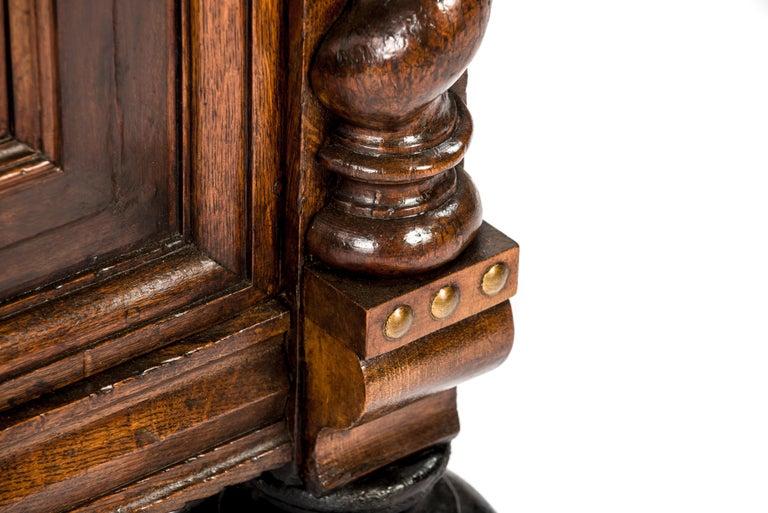 Antique 17th Century Dutch Renaissance Dresser of Buffet in Oak and Walnut For Sale 11