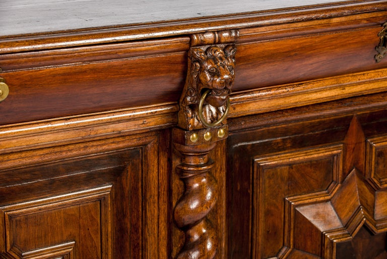 Antique 17th Century Dutch Renaissance Dresser of Buffet in Oak and Walnut For Sale 12