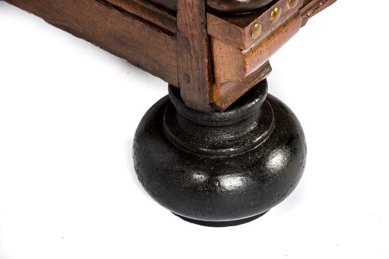 Antique 17th Century Dutch Renaissance Dresser of Buffet in Oak and Walnut For Sale 13