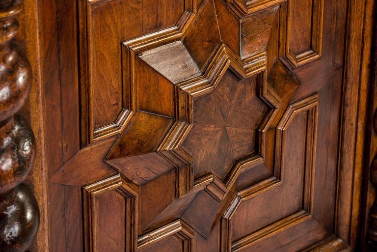 Antique 17th Century Dutch Renaissance Dresser of Buffet in Oak and Walnut For Sale 1
