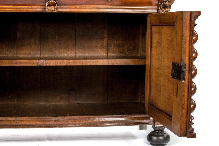 Antique 17th Century Dutch Renaissance Dresser of Buffet in Oak and Walnut For Sale 2