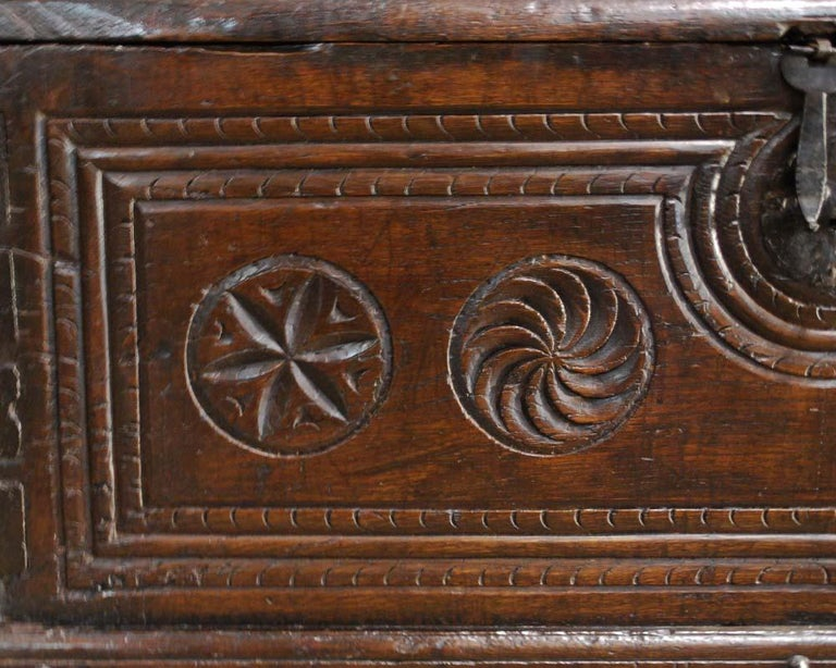 Antique 17th Century Spanish Chestnut Carved Trunk or Chest In Good Condition For Sale In Casteren, NL