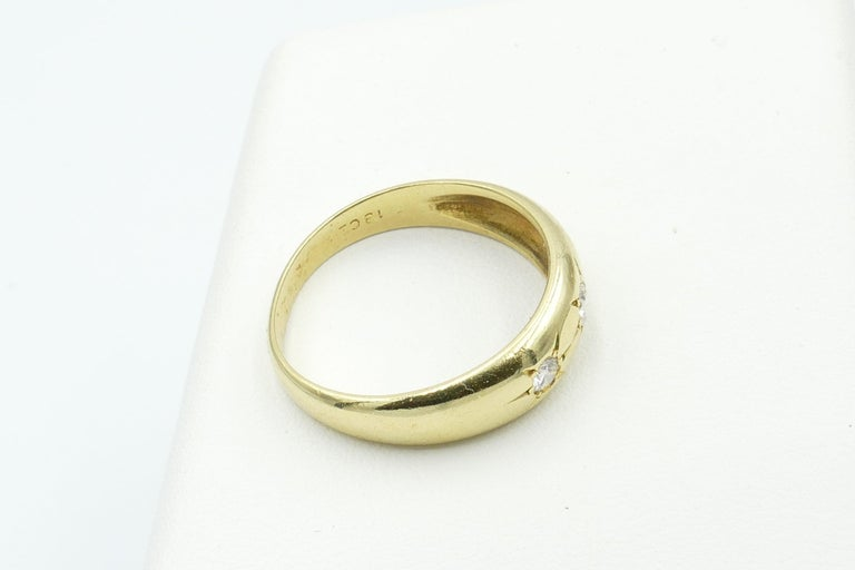 Antique 18 Carat Yellow Gold High Quality 3 Diamond Gypsy Ring In Excellent Condition For Sale In Splitter's Creek, NSW