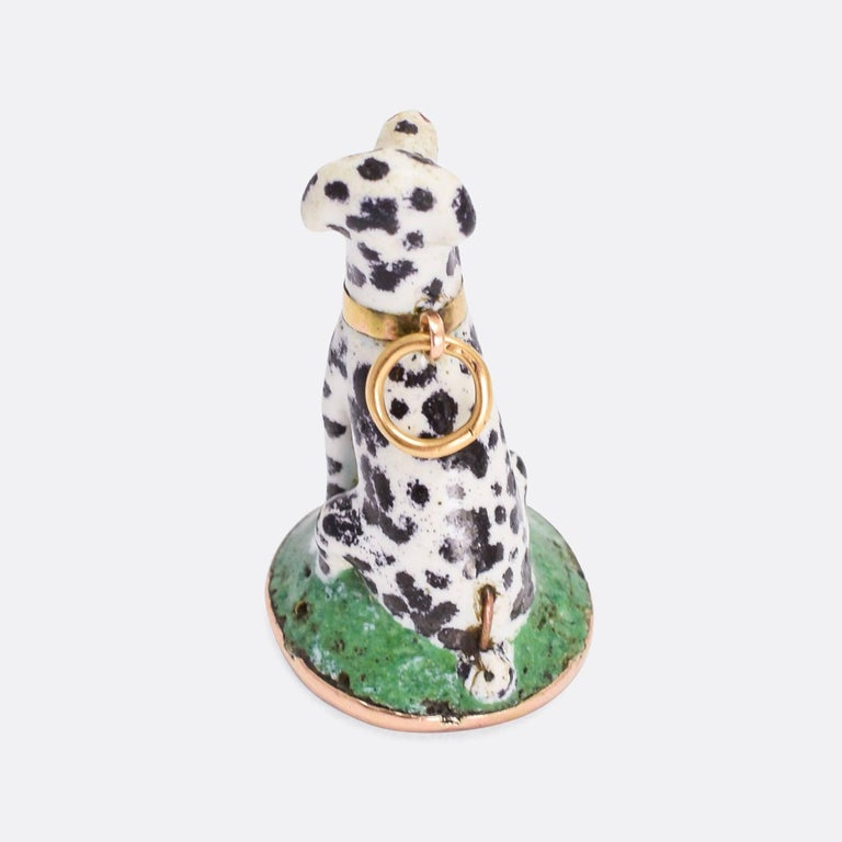 A particularly lovely Chelsea / St. James porcelain seal fob modelled as a dalmatian. The dog is sitting on a green grass base and sports a yellow gold collar, with bail for wear as a pendant. It's beautifully hand-painted and fully original, the