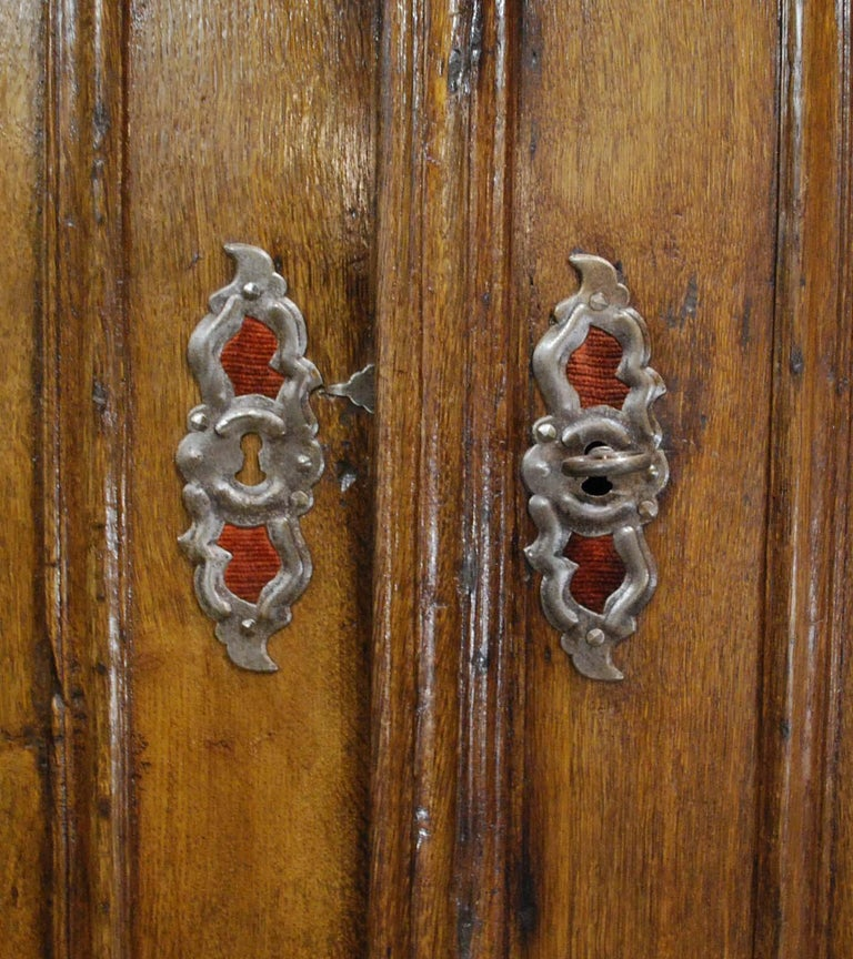 Antique 18th Century German Oak Two-Door Cabinet or Wardrobe For Sale 8