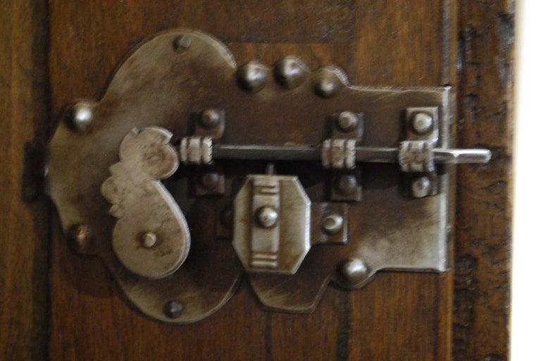 Antique 18th Century German Oak Two-Door Cabinet or Wardrobe For Sale 4