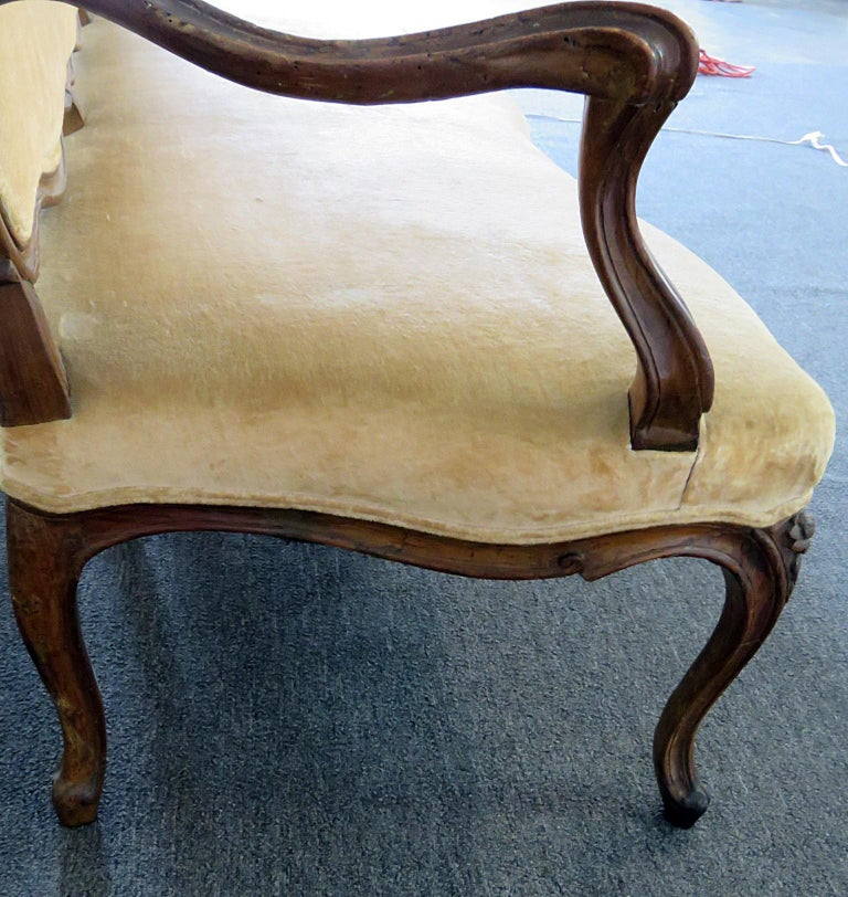 Large Period 1780s Era Carved Walnut French Louis XV Settee Sofa Couch For Sale 2