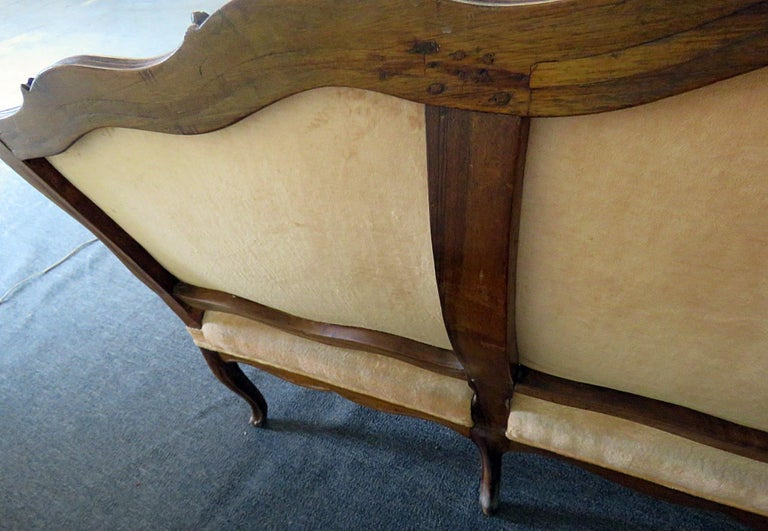 Large Period 1780s Era Carved Walnut French Louis XV Settee Sofa Couch For Sale 3
