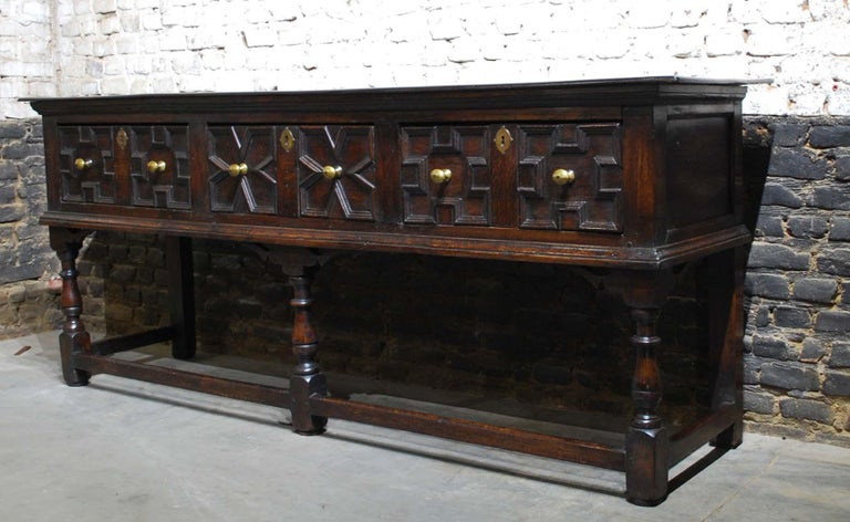 Antique 18th Century Oak Georgian English Dresser with Three Drawers In Good Condition For Sale In Casteren, NL
