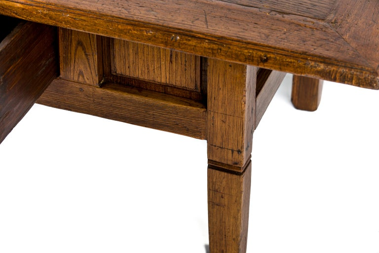 Antique 18th-Century Rustic Spanish Honey Color Chestnut Coffee Table  For Sale 4
