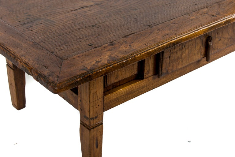 Antique 18th-Century Rustic Spanish Honey Color Chestnut Coffee Table  For Sale 7