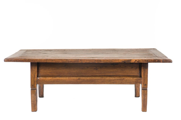 Antique 18th-Century Rustic Spanish Honey Color Chestnut Coffee Table  In Good Condition For Sale In Casteren, NL
