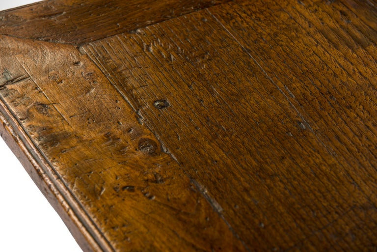 Antique 18th-Century Rustic Spanish Honey Color Chestnut Coffee Table  For Sale 1