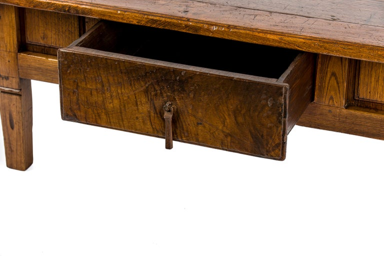 Antique 18th-Century Rustic Spanish Honey Color Chestnut Coffee Table  For Sale 2