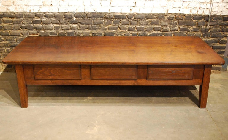 Antique 18th-Century Rustic Spanish Warm Brown Chestnut Coffee Table For Sale 5