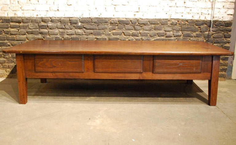 Antique 18th-Century Rustic Spanish Warm Brown Chestnut Coffee Table For Sale 6