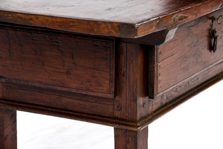 Antique 18th-Century Rustic Spanish Warm Brown Chestnut Coffee Table For Sale 7