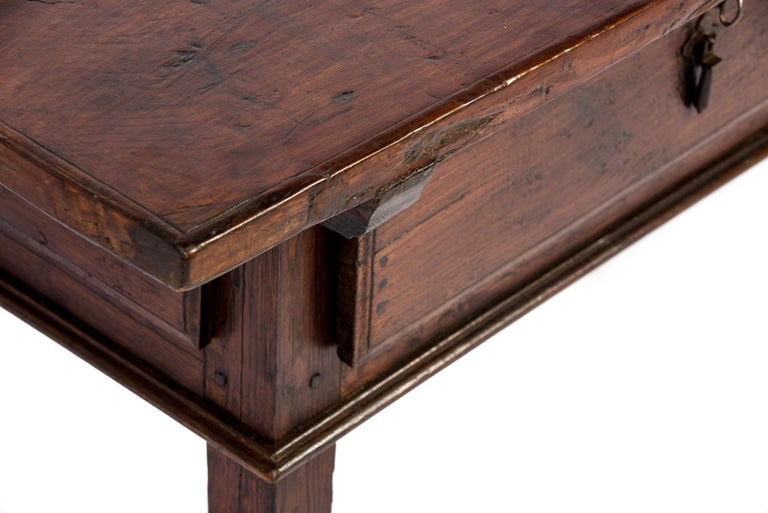 Antique 18th-Century Rustic Spanish Warm Brown Chestnut Coffee Table For Sale 9