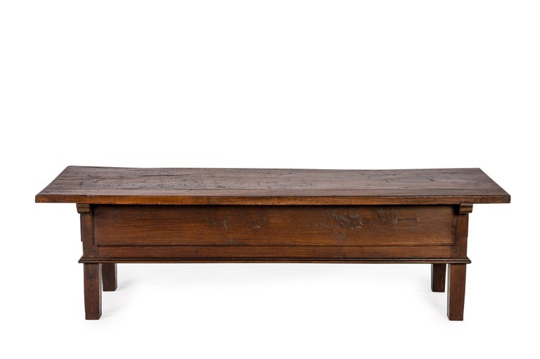 Antique 18th-Century Rustic Spanish Warm Brown Chestnut Coffee Table In Good Condition For Sale In Casteren, NL