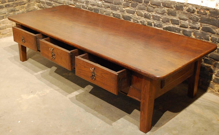 Antique 18th-Century Rustic Spanish Warm Brown Chestnut Coffee Table For Sale 1
