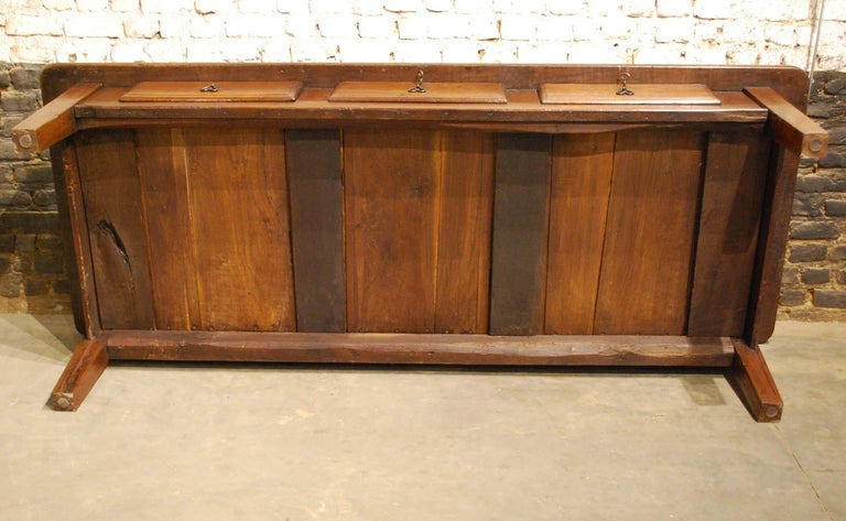 Antique 18th-Century Rustic Spanish Warm Brown Chestnut Coffee Table For Sale 4