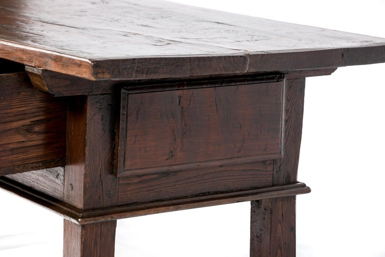 Antique 18th-Century Rustic Spanish Warm Brown Chestnut Coffee Table For Sale 2