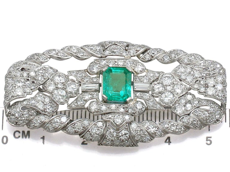 Antique 1.98 Carat Emerald 5.22 Carat Diamond Platinum Brooch For Sale 1