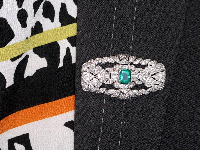 Antique 1.98 Carat Emerald 5.22 Carat Diamond Platinum Brooch For Sale 2