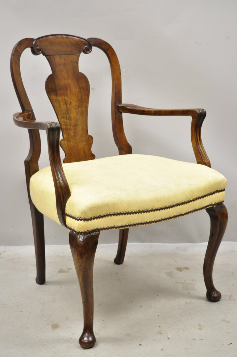North American 19th Century English Queen Anne Burr Walnut Splat Back Dining Chair, Set of 8 For Sale