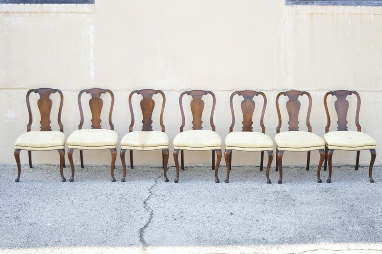 20th Century 19th Century English Queen Anne Burr Walnut Splat Back Dining Chair, Set of 8 For Sale