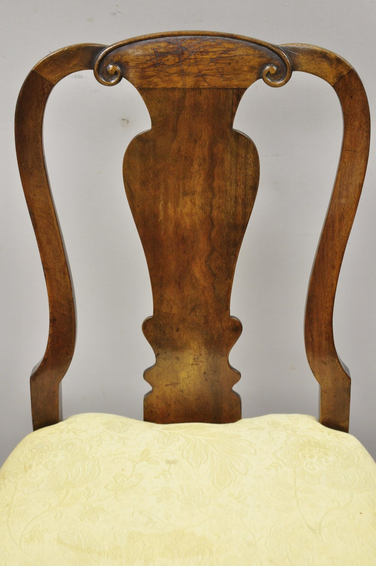 Antique 19th Century English Queen Anne Burr Walnut Splat Back Dining Side Chair In Good Condition For Sale In Philadelphia, PA
