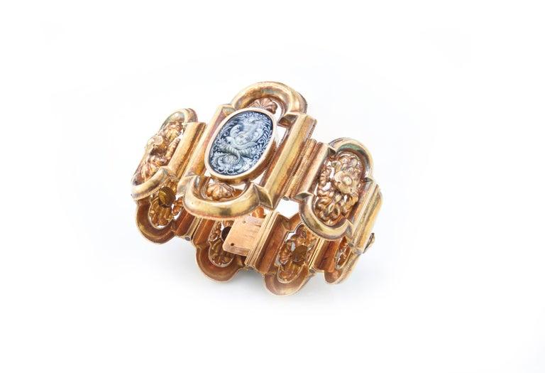 Antique 19th Century 18 Karat Gold Bracelet, circa 1870s In Good Condition For Sale In Braintree, GB