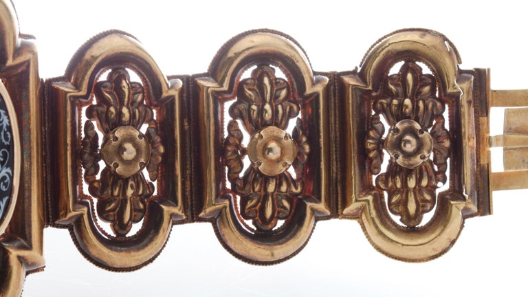 Antique 19th Century 18 Karat Gold Bracelet, Depicting Cornucopia In Good Condition For Sale In Braintree, GB