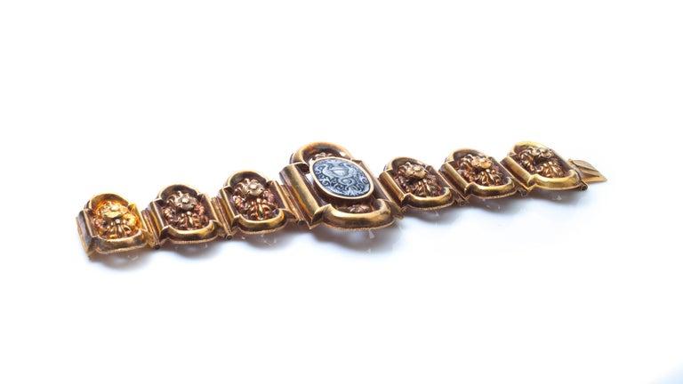 Antique 19th Century 18 Karat Gold Bracelet, Depicting Cornucopia For Sale 2