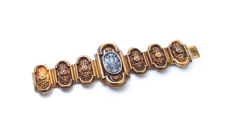 Antique 19th Century 18 Karat Gold Bracelet, Depicting Cornucopia For Sale 3