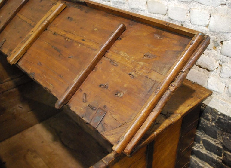 Antique 19th Century Anglo-Indian Haveli Trunk with Iron-Clad Fittings For Sale 6