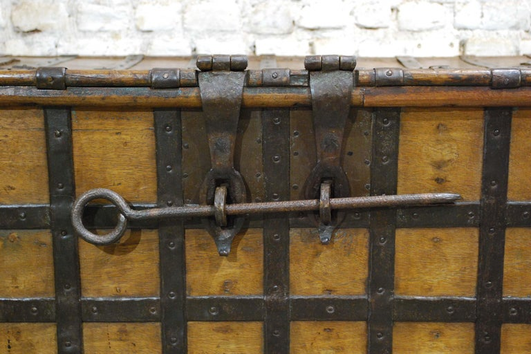 Antique 19th Century Anglo-Indian Haveli Trunk with Iron-Clad Fittings For Sale 8