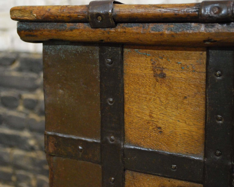 Antique 19th Century Anglo-Indian Haveli Trunk with Iron-Clad Fittings For Sale 9