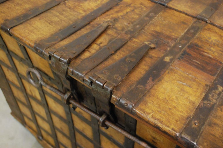 Antique 19th Century Anglo-Indian Haveli Trunk with Iron-Clad Fittings For Sale 11
