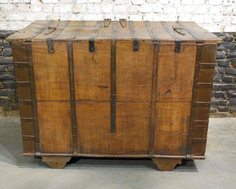 Antique 19th Century Anglo-Indian Haveli Trunk with Iron-Clad Fittings For Sale 12