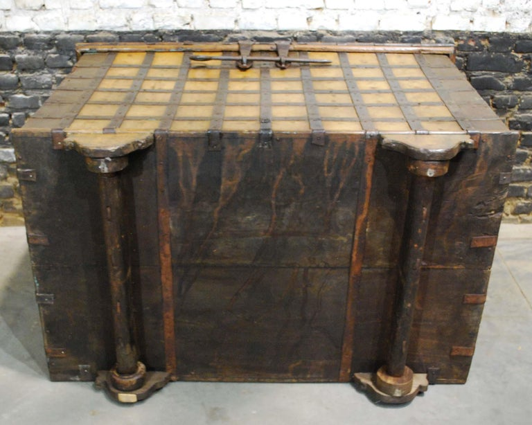 Antique 19th Century Anglo-Indian Haveli Trunk with Iron-Clad Fittings For Sale 13