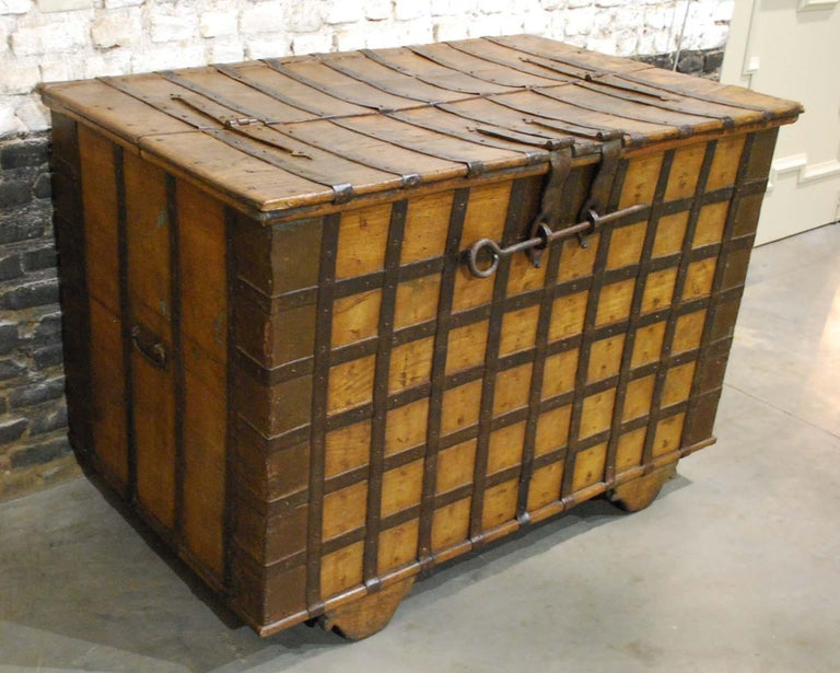 Antique 19th Century Anglo-Indian Haveli Trunk with Iron-Clad Fittings For Sale 1