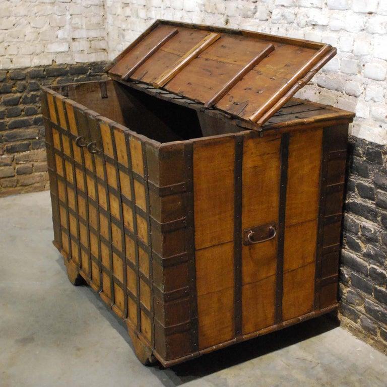 Antique 19th Century Anglo-Indian Haveli Trunk with Iron-Clad Fittings For Sale 4